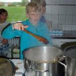 Der Koch verschwindet im Kochdampf