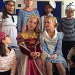feine Prinzessinen mit ihren Matrosen